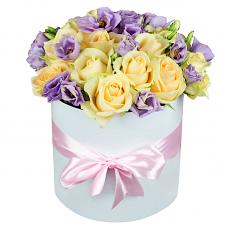 """15 роз и эустома в шляпной коробке """"Регина"""""""