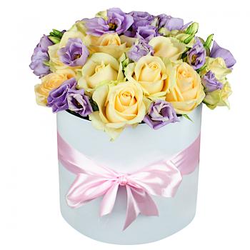 """15 роз и эустома в шляпной коробке """"Регина"""". annetflowers.com.ua. Купить букет в коробке"""