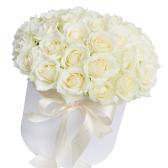 """25 белых роз в шляпной коробке """"Алекса"""""""