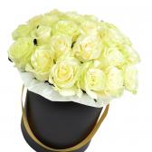 """25 білих троянд в шляпной коробці """"Стефані"""""""