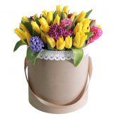 29 желтых тюльпанов и гиацинты