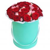 """31 красная роза и роза спрей """"Сьюзен"""""""