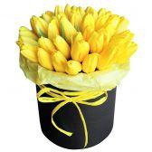 """35 желтых тюльпанов в шляпной коробке """"Герда"""""""