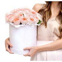 51 пионовидная роза в коробке