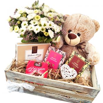 """Деревянный подарочный ящик """"Нежный сюрприз"""". annetflowers.com.ua. Купить деревянный подарочный ящик """"Поздравок"""""""