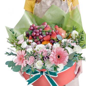 """Круглая коробка с цветами и фруктами """"Инесса"""". annetflowers.com.ua. Купить цветы в шляпной коробке"""