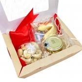 """Подарочная коробка """"Вкусный сюрприз"""""""