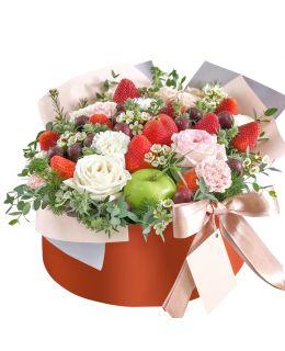 """Шляпная коробка с цветами """"Lady in Red"""""""