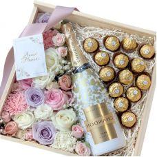 Квіти в коробці з Ferrero Rocher