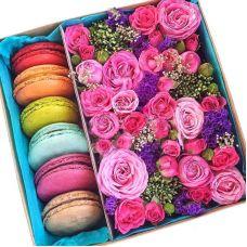 Букет в коробці з солодощами