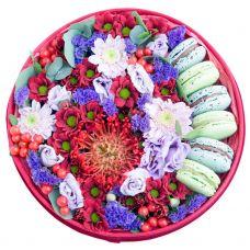 "Цветы в круглой коробке ""Бордо"""