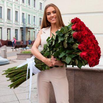 101 красная импортная роза 1 метр. annetflowers.com.ua. Доставка 101 длинной импортной розы по Украине и миру