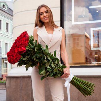 25 красных роз Freedom 1 метр. annetflowers.com.ua. Купить букет из 25 длинных роз с доставкой