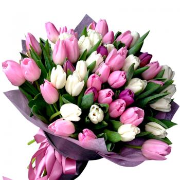 """Букет из 51 тюльпана микс """"Себастьян"""". annetflowers.com.ua. Купить сиренево белый тюльпан"""