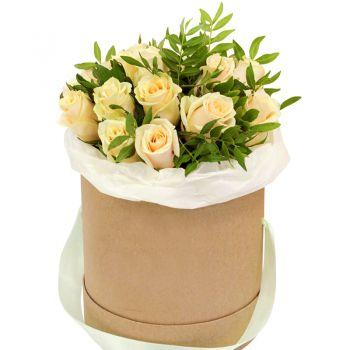 Букет кремовых роз в шляпной коробке. annetflowers.com.ua. Заказать кремовые розы в шляпной коробке