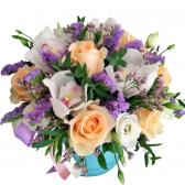 Букет розы и орхидеи в шляпной коробке