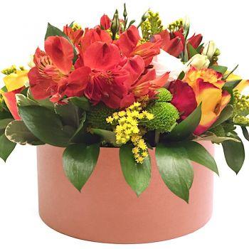 """Букет в шляпной коробке """"Людмила"""". annetflowers.com.ua. Купить цветы в коробке с альстромерией"""