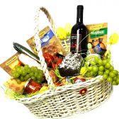 Корзина продуктов и фруктов Антония