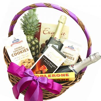 """Подарочная корзина """"Дорогой сюрприз"""". annetflowers.com.ua. Купить корзину с доставкой"""