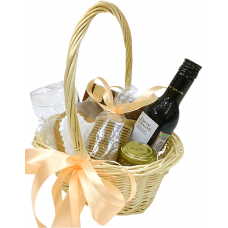 """Подарочная корзина с вином """"Удачный сюрприз"""""""
