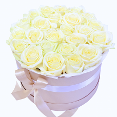 "31 белая роза в шляпной коробке ""Holly"""