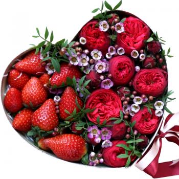 """Троянди в коробці серце з полуницею """"Лейла"""". annetflowers.com.ua. Купити квіти в коробці з полуницею"""