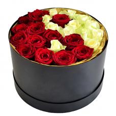 """Троянди в шляпной коробці """"Моніка"""""""