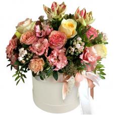 """Цветы в шляпной коробке """"Мирослава"""""""