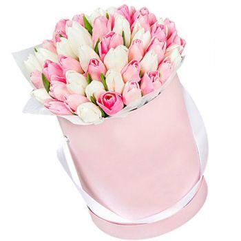 """51 тюльпан мікс в шляпной коробці """"Сама ніжність!"""". annetflowers.com.ua. Купити букет 51 тюльпан мікс в Києві"""